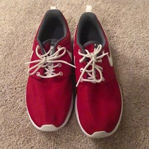 Like New Red Nike Roshe